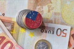 Монетка евро с национальным флагом Самоа на предпосылке банкнот денег евро Стоковые Фотографии RF