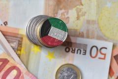 Монетка евро с национальным флагом Кувейта на предпосылке банкнот денег евро Стоковые Фотографии RF