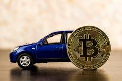 Монетка и автомобиль Bitcoin Деньги экономики Cryptocurrency Стоковое Изображение