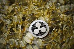 Монетка пульсации в желтых лекарствах Стоковая Фотография RF
