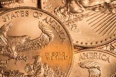 Монетка с надписью в ЗОЛОТЕ мы доверяем Стоковое фото RF