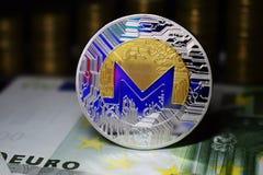 Монетка физическое Monero XMR с голубой подкраской стоковое изображение rf