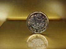 монетка 1 фунта, Великобритания над золотом Стоковые Изображения