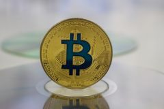 Монетка bitcoin золота стоковое фото rf