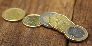 Монетки английского фунта и евро Стоковые Фотографии RF