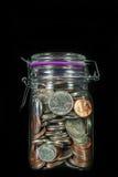 Монетки в опарнике каменщика Стоковые Изображения RF
