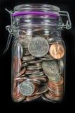 Монетки в опарнике каменщика Стоковые Фотографии RF
