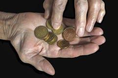 Монетки евро в руках старухи Стоковое Изображение