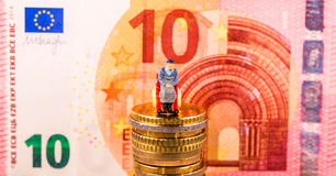 Монетки евро, диаграмма, банкнота Стоковые Изображения