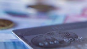 Монетки евро и банкноты, съемка моторизовали слайдер сток-видео