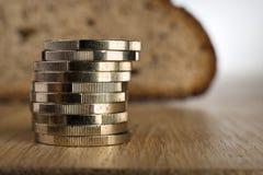 Монетки евро с хлебом Стоковые Изображения