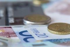 Монетки и банкноты Стоковое Изображение