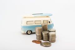 Монетки и коробка сбережений стоковое изображение rf