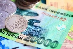 Монетки и счеты индонезийской рупии закрывают вверх Стоковое Изображение
