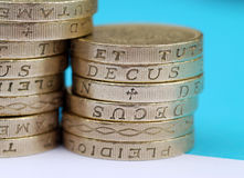 монетки колотят стог стоковые изображения rf