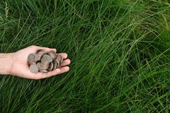 Монетки металла в руке человека Стоковые Фото