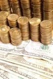 Монетки на бумажном евро Стоковые Изображения RF