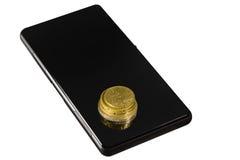 Монетки на smartphone Стоковые Фото