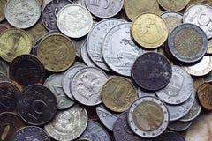 Старые монетки от различных стран стоковое изображение