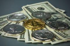 Монетки различных секретный-валют с долларами Стоковые Фото