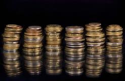 Монетки стога над черной предпосылкой Стоковое фото RF