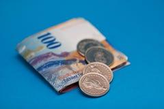 монетки счетов Стоковое фото RF