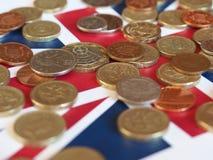 Монетки фунта, Великобритания над флагом Стоковая Фотография RF