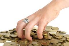 монетки хватая кучу руки Стоковая Фотография