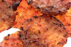 монетки цыпленка барбекю зажгли изолировано стоковое изображение rf