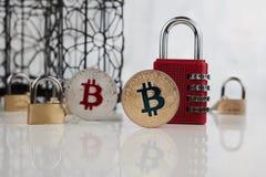 Монетки bitcoin золота и серебра Стоковая Фотография