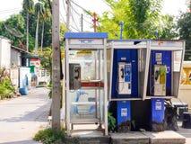 Монетк-работаемая телефонная будка в цифровом веке Стоковая Фотография