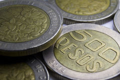 500 монеток колумбийских песо Макрос состава монеток стоковое изображение rf