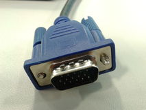 монитор близкой связи клиппирования кабеля предпосылки весьма над путем вверх по белизне vga Стоковые Фото