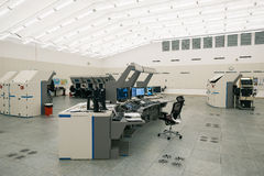 Монитор и радиолокатор воздушного движения в комнате центра управления Стоковые Фотографии RF