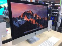 Монитор компьтер-книжки компьютера Mac стоковая фотография