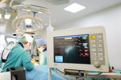 Монитор тарифа сердца в театре больницы Стоковая Фотография