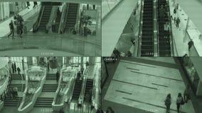 Монитор телевизионной камеры CCTV в моле Экран разделен в 4 части Система предохранения безопасности, похищения и терроризма сток-видео