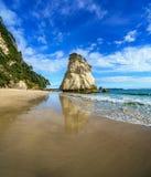 Монолит утеса песчаника, бухта собора, coromandel, Новая Зеландия 43 стоковое изображение