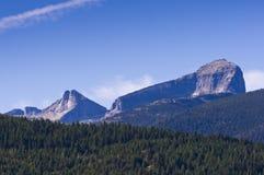 Монолит под ярким голубым небом Стоковые Фотографии RF