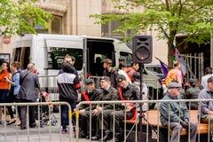 МОНРЕАЛЬ, КВЕБЕК, КАНАДА - 20-ОЕ МАЯ 2018: Люди на улицах Locals и туристы в Монреале стоковые изображения