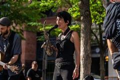МОНРЕАЛЬ, КВЕБЕК, КАНАДА - 21-ОЕ МАЯ 2018: Музыканты улицы на районе парка Монреаля стоковое изображение rf