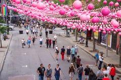 Монреаль, CA - 14-ое августа 2016: Розовые шарики через Cath Sainte руты Стоковая Фотография