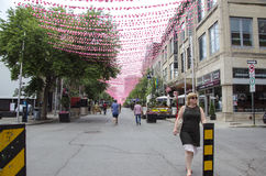 Монреаль, Квебек, Канада - 18-ое июля 2016: Люди гуляя вниз с r Стоковое Фото