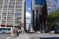 Монреаль, Квебек, Канада - 18-ое июля 2016 - родовая улица внутри вниз Стоковая Фотография RF