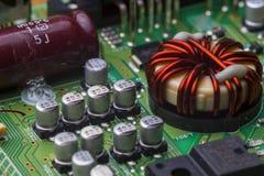 Монтажная плата с обломоками и компонентами радио Стоковое Фото