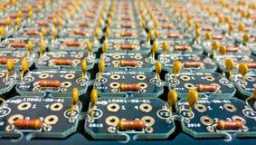 Монтажная плата с компонентами Через-отверстия Стоковое Изображение RF