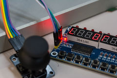 Монтажные платы кнюппеля открытые соединили PCB b винтов Arduino голубой Стоковые Фото