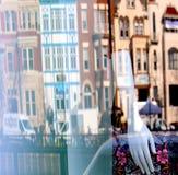 Монтаж окна магазина, улицы, зданий стоковая фотография rf