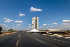Монументальный бульвар оси и бразильский национальный конгресс - Brasilia, Distrito федеральное, Бразилия стоковое фото