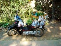 Мопед в Бирме стоковая фотография